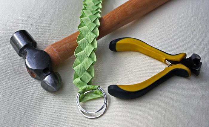työkaluja ja narunpunontaa