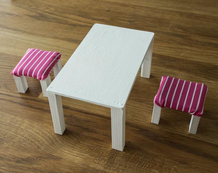 barbien-poyta-ja-tuolit