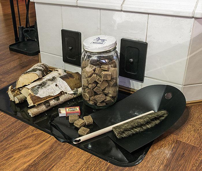 Sytytyspalat vanhassa Riihimäen lasipurkissa