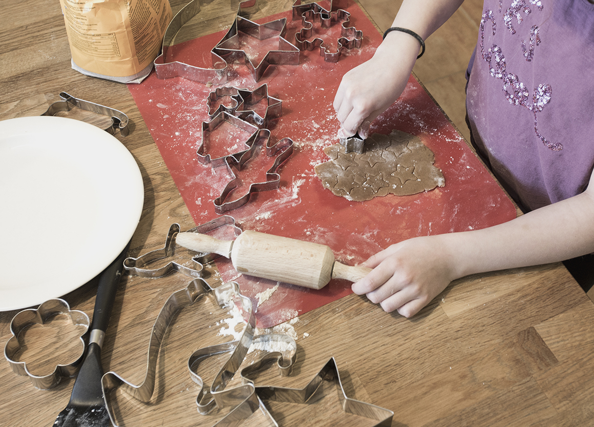 piparkakkujen-leivontaa